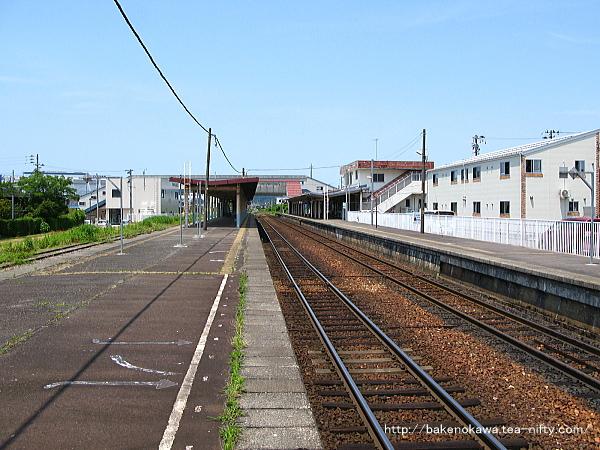 五泉駅の島式ホームその2