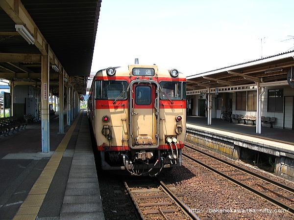 五泉駅に停車中のキハ40系気動車
