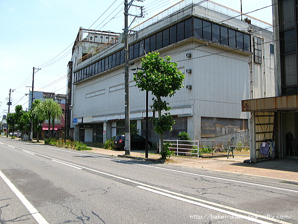 廃墟化した旧ジャスコ五泉店その3