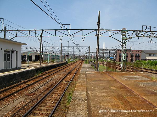 新津駅の2-3番島式ホームその3