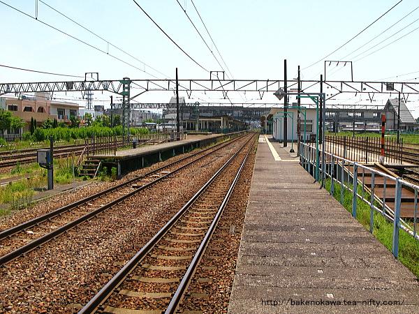 新津駅の4-5番島式ホームその1