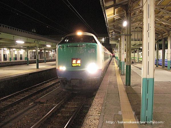 新津駅に停車中の485系電車特急「北越」