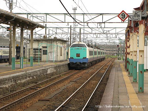 新津駅を出発した485系電車特急「北越」その1