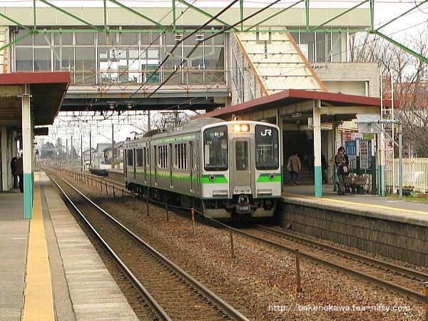 荻川駅に到着するE127系電車