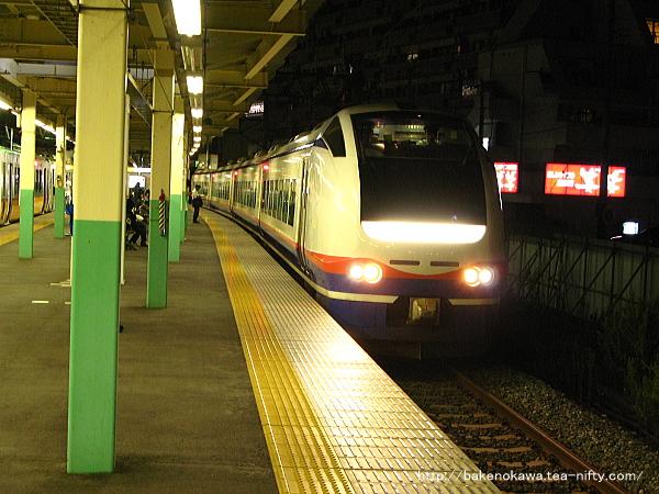 新潟駅で待機中のE653系電車特急「しらゆき」その3