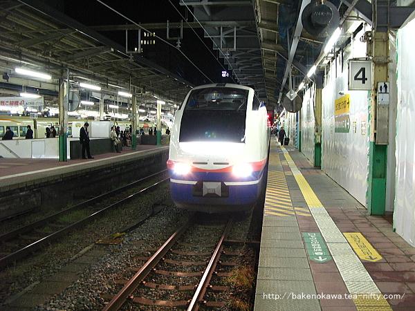 新潟駅に到着したE653系電車特急「しらゆき」