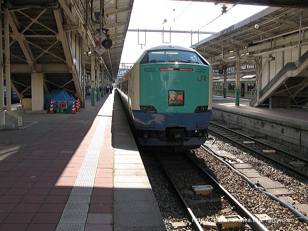 新潟駅で待機中の485系電車特急「北越」その1