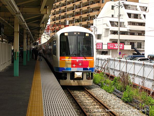 新潟駅で待機中の快速「きらきらうえつ」