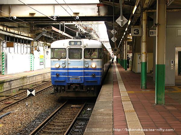 新潟駅で待機中の115系電車その1