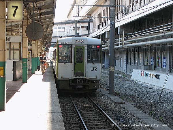 新潟駅で待機中の快速「あがの」