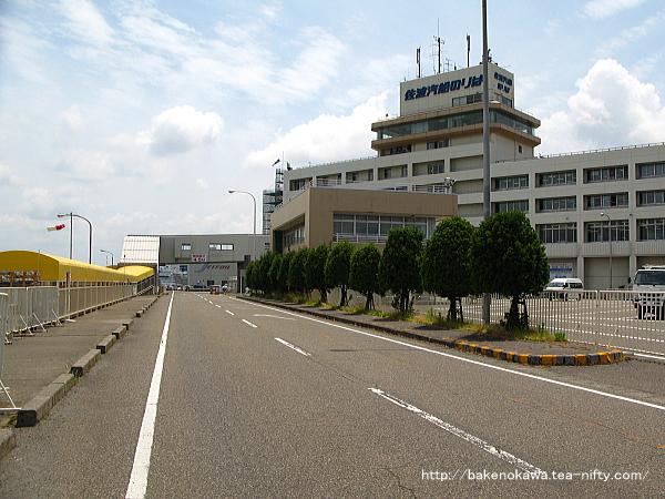 佐渡汽船の新潟港ターミナルビルの様子
