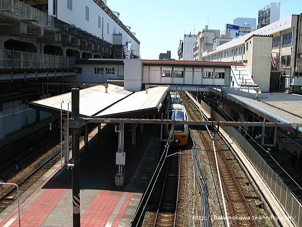 駅東側の南北自由通路上から見た構内その二
