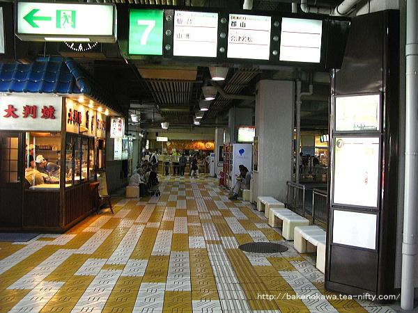 万代シティバスセンターの内部その2