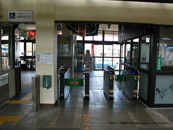 リニューアル後の東三条駅駅舎内部その3