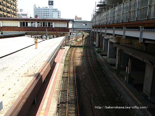 東側跨線橋上からみた新潟駅在来線旧構内の白新線・信越線側その一