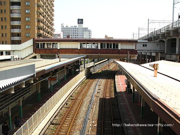 東側跨線橋上からみた新潟駅在来線旧構内の白新線・信越線側その二