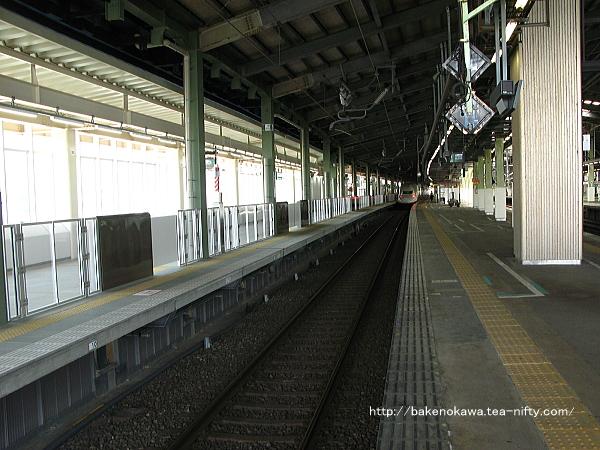 上越新幹線10-11番ホームで回送待機中のE4系電車その2
