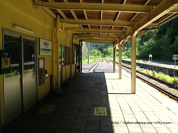 列車交換設備と跨線橋撤去後の越後金丸駅構内その1