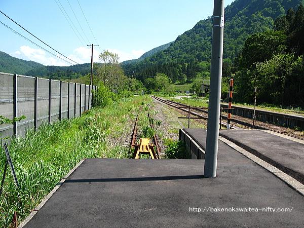 列車交換設備と跨線橋撤去後の越後金丸駅構内その5