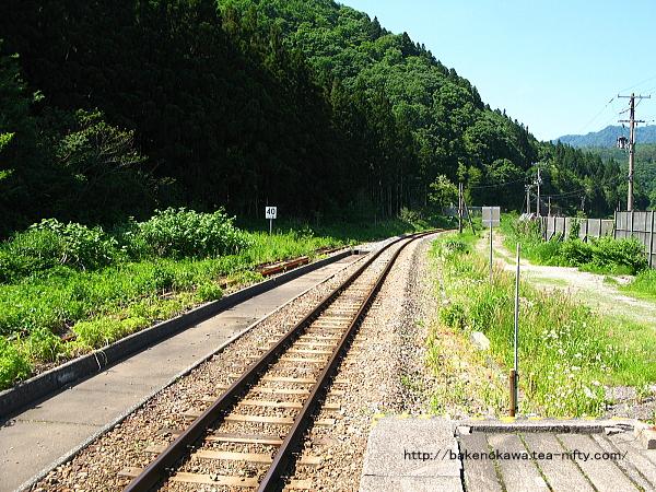 列車交換設備と跨線橋撤去後の越後金丸駅構内その3