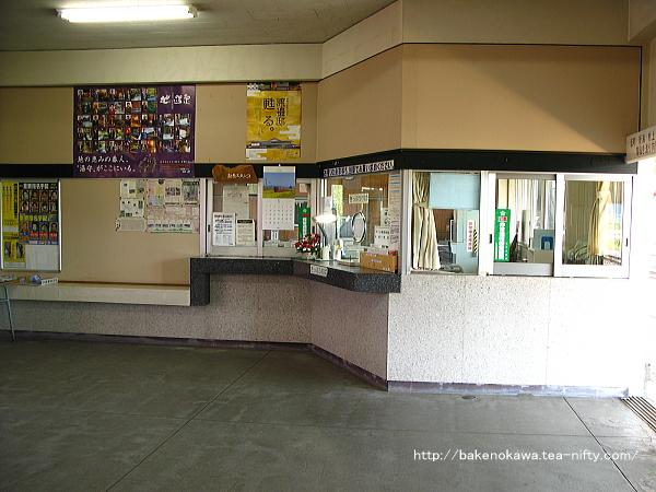 越後下関駅舎の内部その1