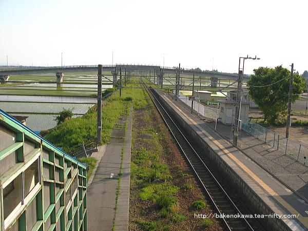 跨線橋上から見た中浦駅構内その1
