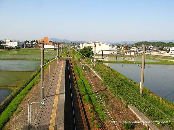跨線橋上から見た中浦駅構内その2