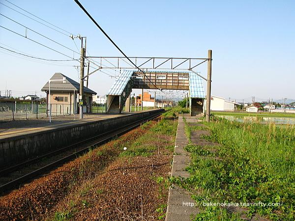 旧2番ホームから見た中浦駅構内