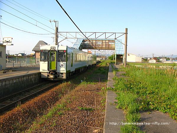 中浦駅に停車中のキハ110系気動車