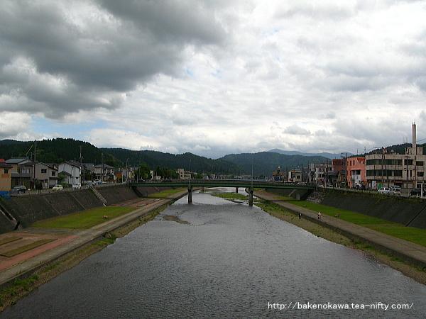 市内を流れる加茂川