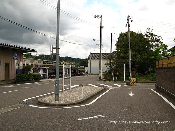 加茂駅西口駅前の様子その1