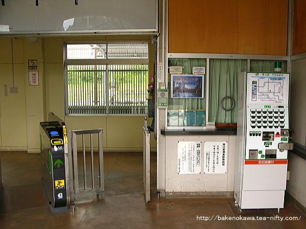 加茂駅西口駅舎内部の様子