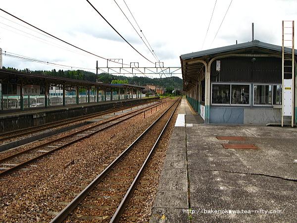 加茂駅の2番ホームその1