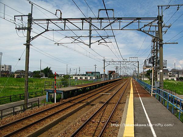 1番ホームの柏崎方から見た前川駅構内