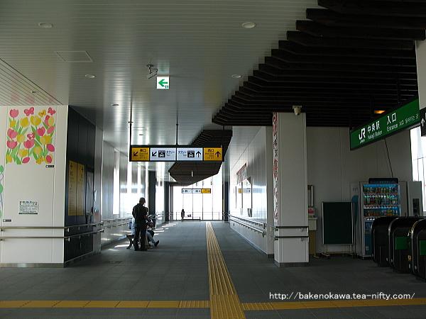 橋上駅舎の東西連絡通路